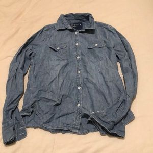 Denim long sleeve from American Eagle. Size L.